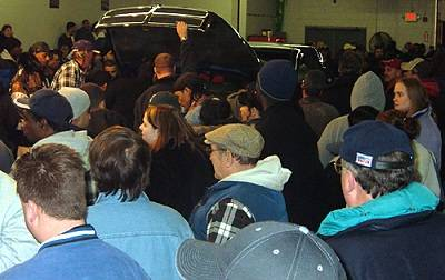 People learning how to buy repossessed cars at an auction
